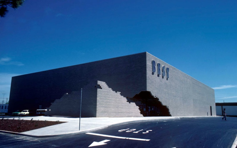 The ironic loss of the postmodern best store facades for Architecture sites